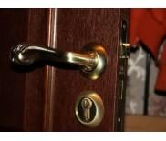 Материалы и подбор дверной фурнитуры